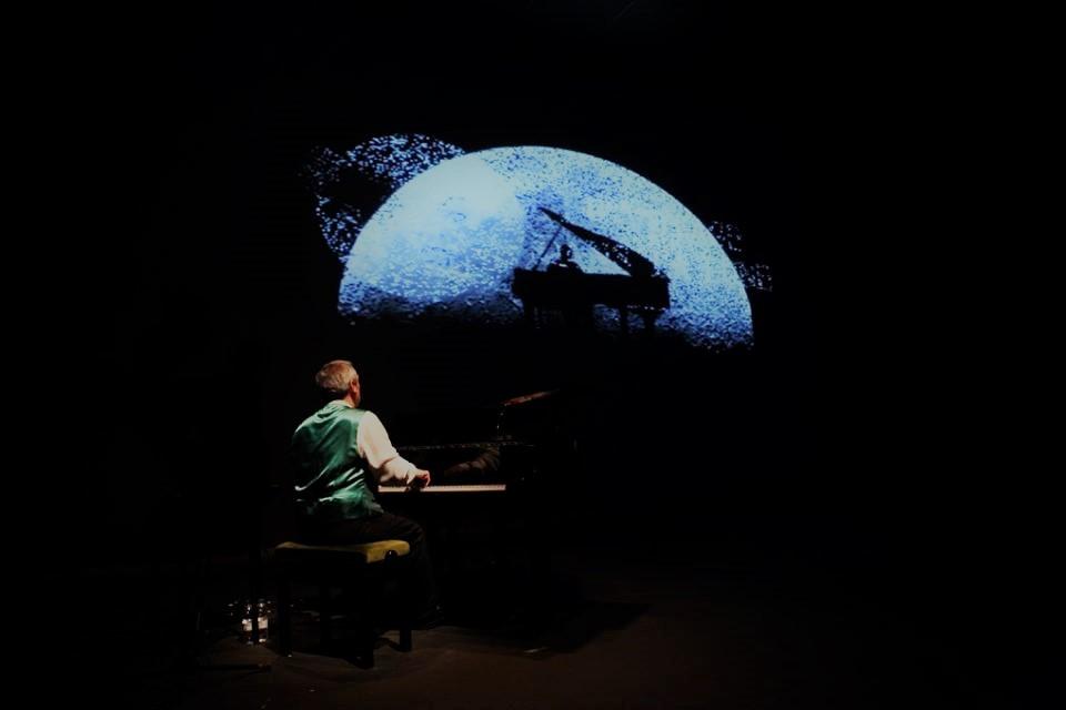 JORGE GIL ZULUETA, PIANO - Un viaje a la luna